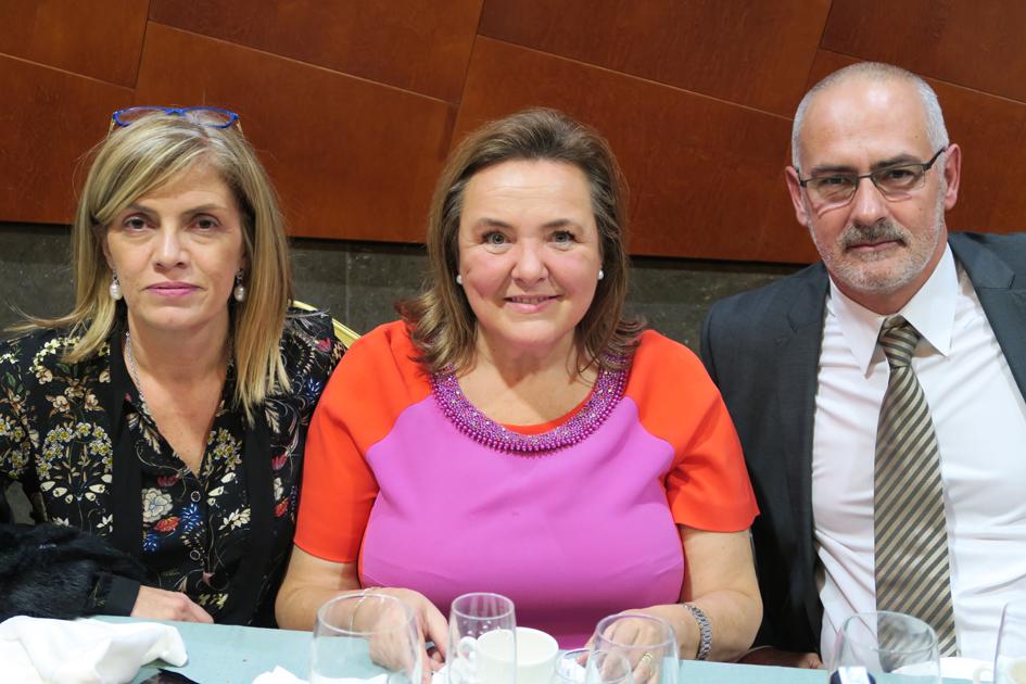 La secretaria del Colegio, Esther Amaro, la jefa Territorial en A Coruña de la Consellería de Sanida