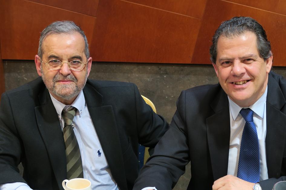 Olegario Cortiñas, vicepresidente del Colegio de Ópticos-Optometristas de Galicia, y otro asistente